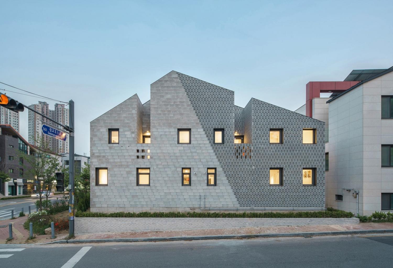 stpmj-.-The-Masonry-House-.-Suwon-si-1.jpg