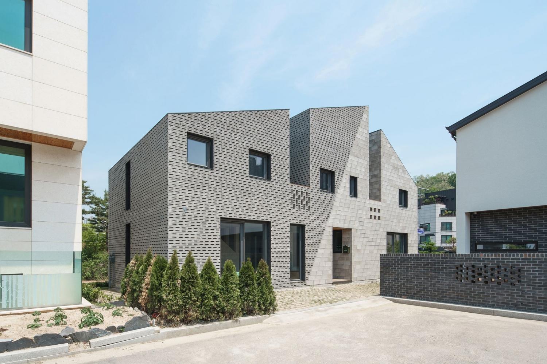 stpmj-.-The-Masonry-House-.-Suwon-si-5.jpg